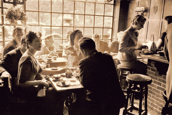 London cafe society, circa 1954 (Getty Images)