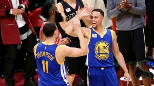 Stephen Curry congratulates teammate Klay Thompson after winning the NBA 3-point contest at NBA All-Star Weekend. Credit:http://heavy.com/sports/2016/02/who-is-in-the-three-point-contest-nba-all-star-2016-three-point-shootout-players-participants-prediction-vegas-odds-today-tonight-toronto/